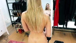 Heisse Blondine Vorm Spiegel Gefickt
